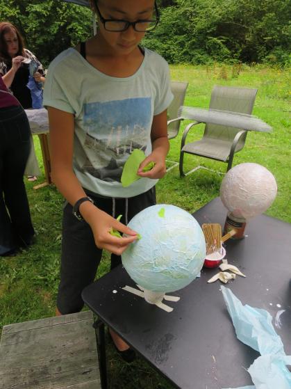 Making balloon lanterns