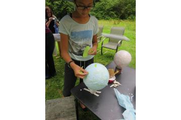 Making balloon lantern